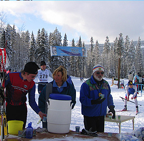 volunteers at apple loppet